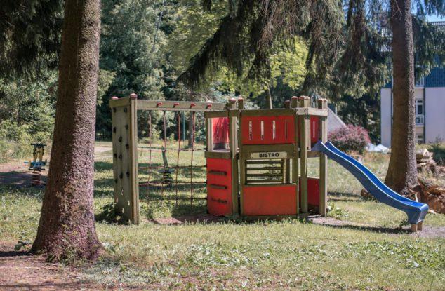 Tannenpark-aussen-Spielplatz-2
