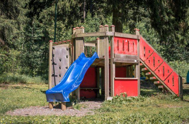 Tannenpark-aussen-Spielplatz